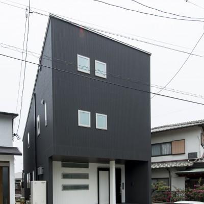 <a href='https://www.kpkp.co.jp/architecture/%e5%85%89%e3%81%a8%e6%9a%ae%e3%82%89%e3%81%99%e5%ae%b6/' >光と暮らす家</a>